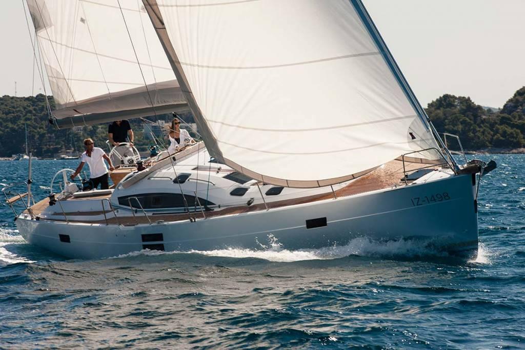 Die AURELIA II, das neue Vereinsboot des AURELIA Hochseesegler Baden-Baden e.V., ELAN 494, Yacht of the Year 2013, Heimathafen Sanremo (Herstellerbild)