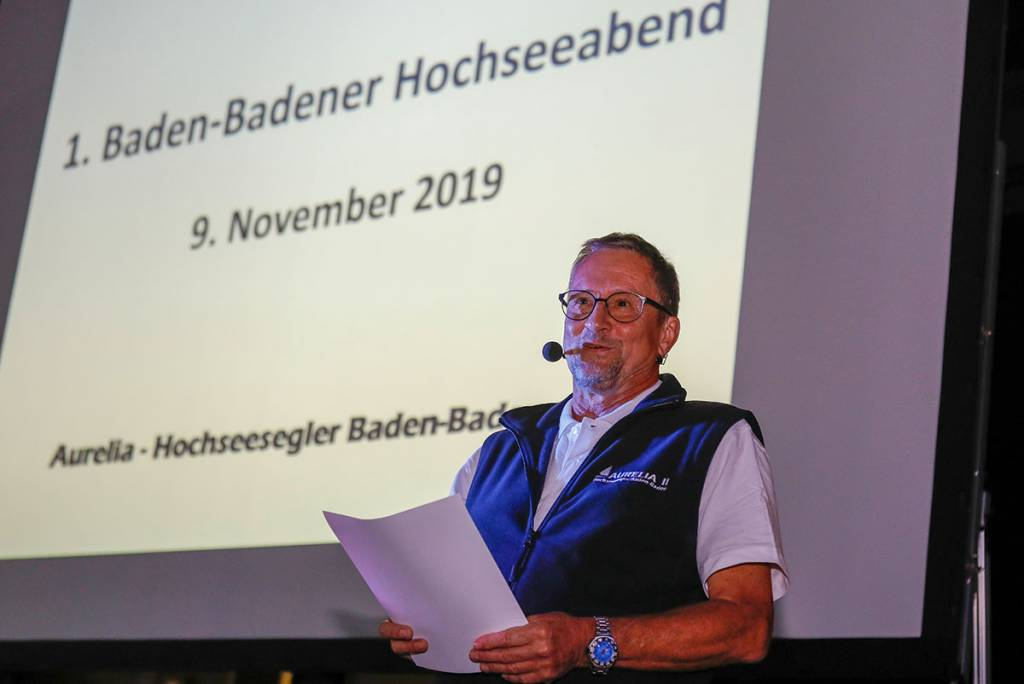 Vereinsvorsitzender Ekkehard Herbst begrüßte 250 Gäste im Atrium der lohn-ag.de AG (Foto: Sonja Bell)